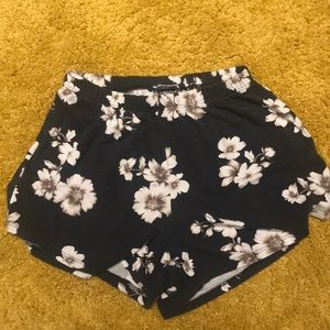 Brandy Melville floral cotton shorts